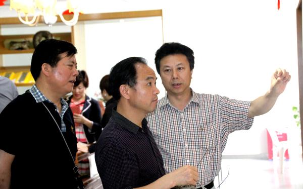 海宁市人大副主任孙浩彬等领导莅临中丝园参观指导